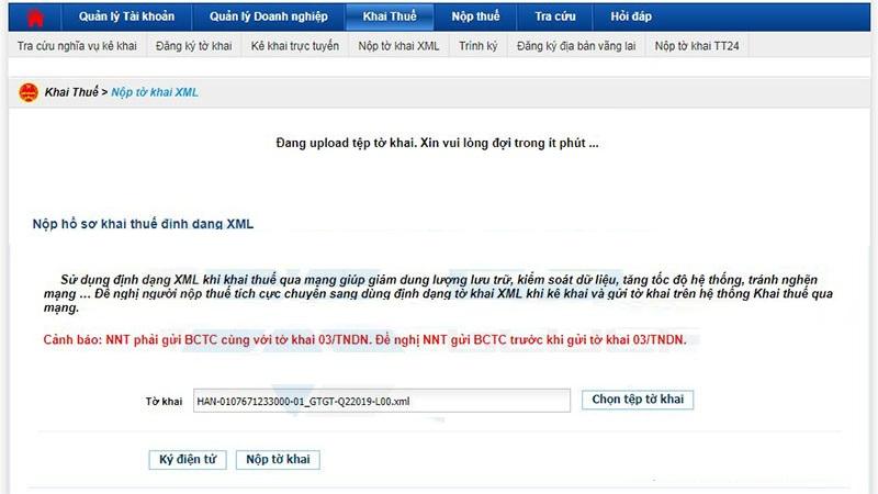 Khi nộp tờ khai, hệ thống báo: Đang upload tệp tờ khai, vui lòng đợi trong ít phút...